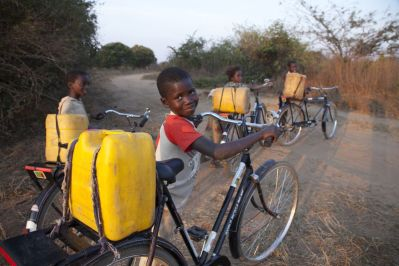 Wasserbesorgung - Copyright World Bicycle Relief